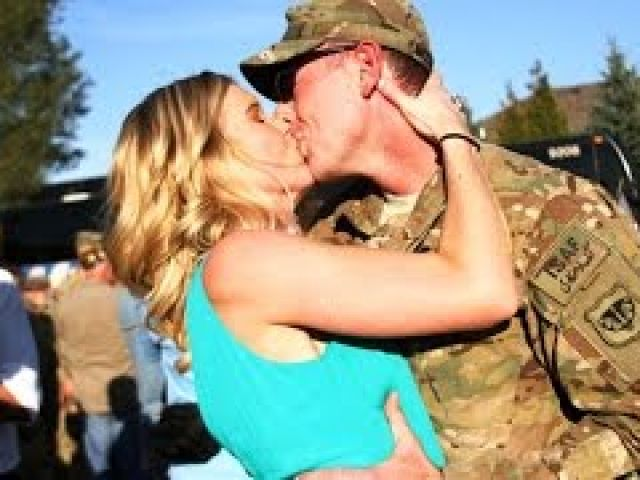 Soldiers Surprising GirlfriendsWives Compilation 2015