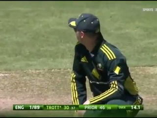 (Cricket) Worst missed RunOut chance in the History of Cricket