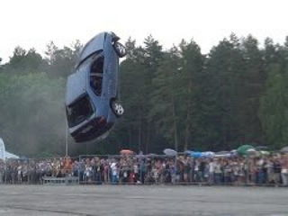 Must see: Flying cars stunt show in Vilnius (World record)