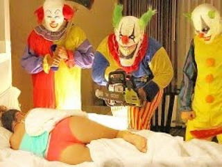 Killer Clown Prank On Girlfriend Extreme