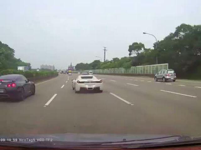 Nissan GTR 35 VS Ferrari 458 Italia