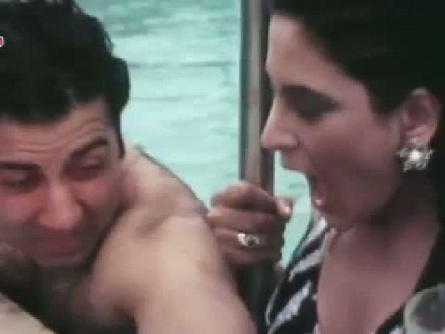 Sunny Deol Kissing Archana Puransingh
