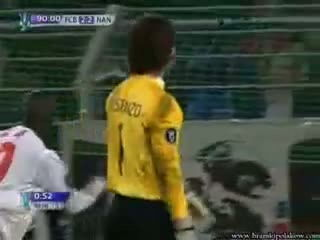 Amazing defender become goalkeeper and saves the penalty!