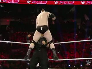 WWE Reigns vs. Sheamus - Mr. McMahon Guest Ref.