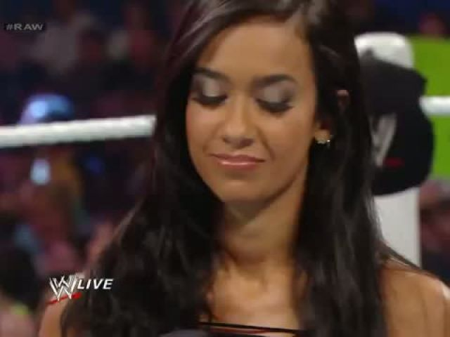 Paige vs. AJ Lee - Divas Championship Match- Raw
