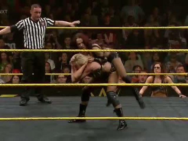 Charlotte vs. Sasha Banks – NXT Women's Championship Match- WWE NXT