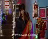 Anushka.Sharma-Inimate.Scene