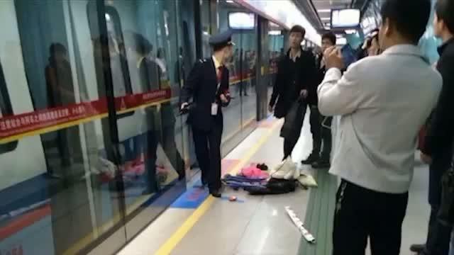 Terrorist attack prank - Teens spray pepper spray on train causes stampede